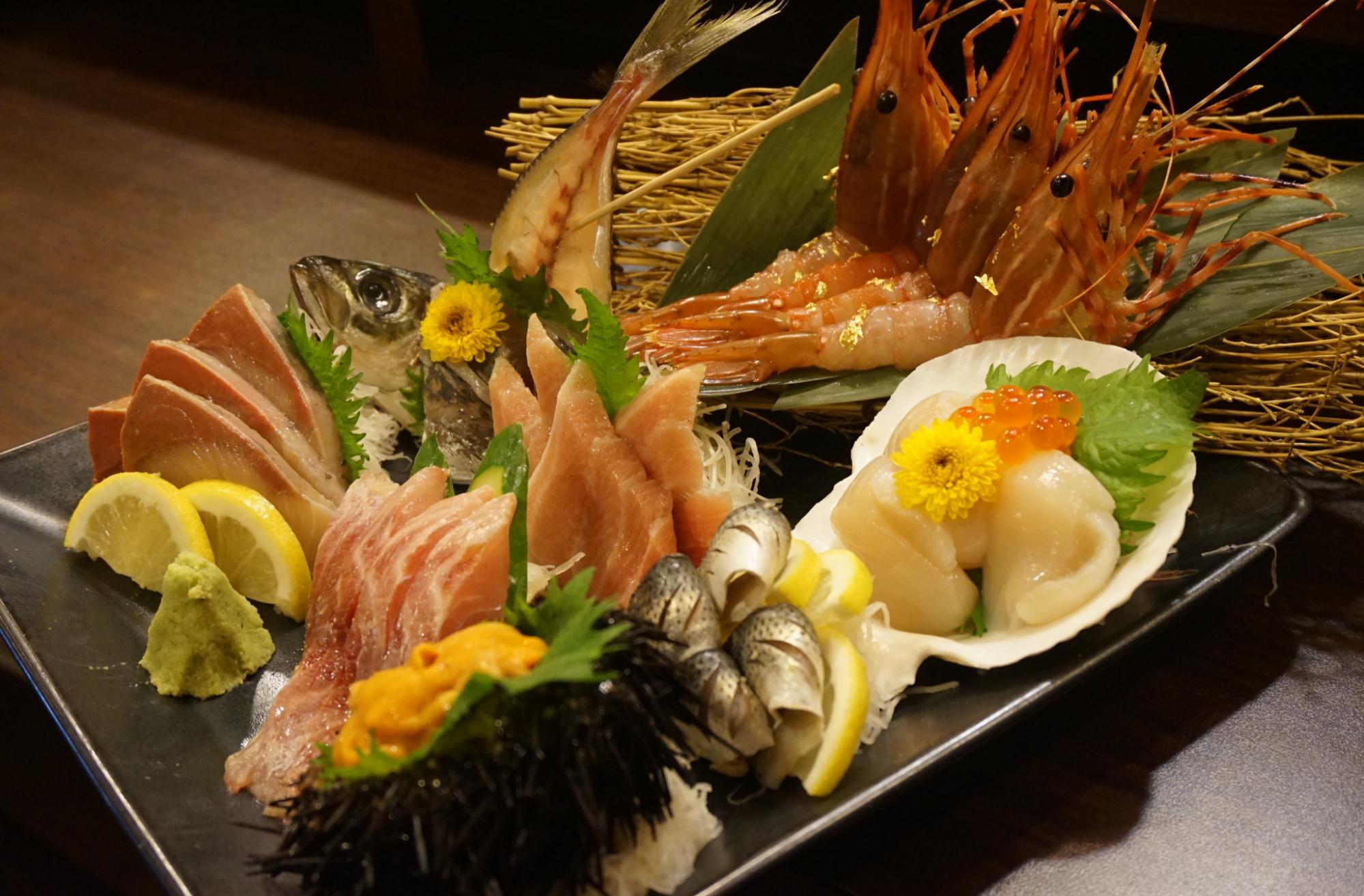 ロバートソンキーにある寛寿司。大人な雰囲気で充実のコースメニューとランチが好評