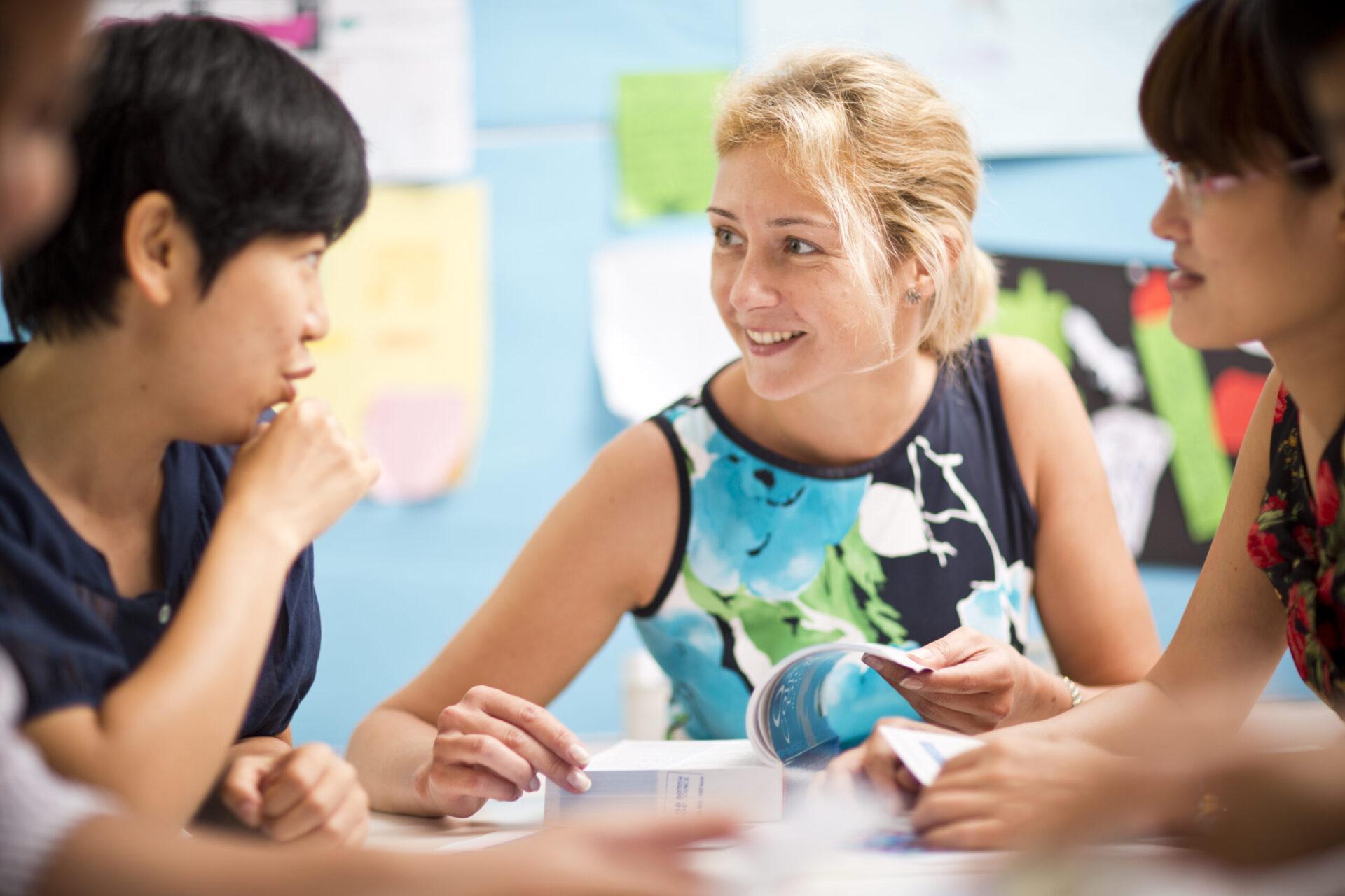 国際英語教授資格をもつ、ベテラン講師陣 日常英会話、ビジネス英語、スタディーキャンプで実用的に習得
