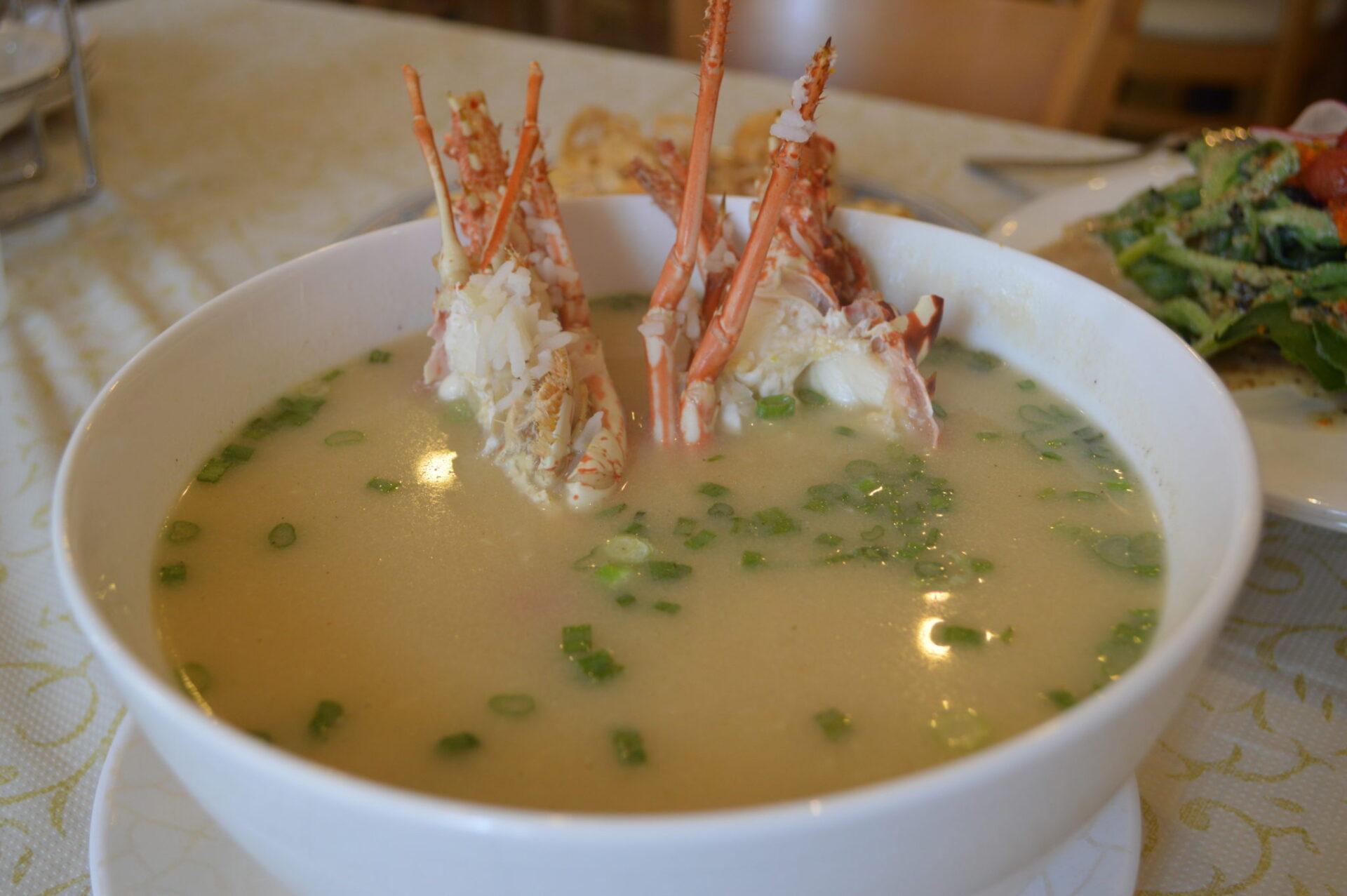 【4月末まで、飲み放題が$29.90!】シンガポールを代表するロブスター粥はシェフ渾身の一品。味も見栄えも良し