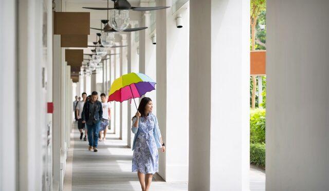 シンガポール国内2カ所で道路を歩道にする試験運用を実施。車を減らす社会の実現に向けた取り組みの一環