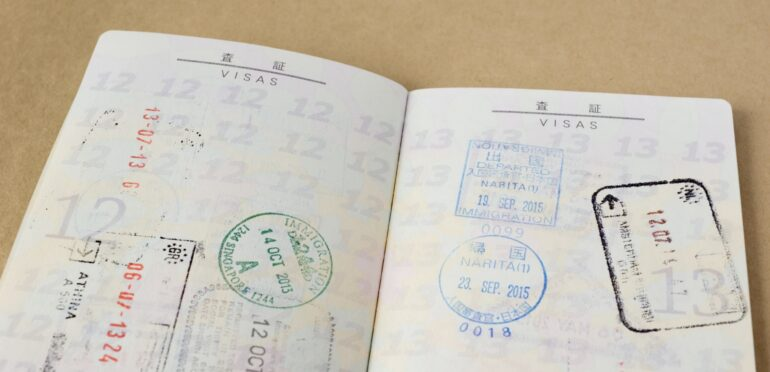 シンガポールのパスポートの有効期限、これまでの5年から10年に引き伸ばし。10月から