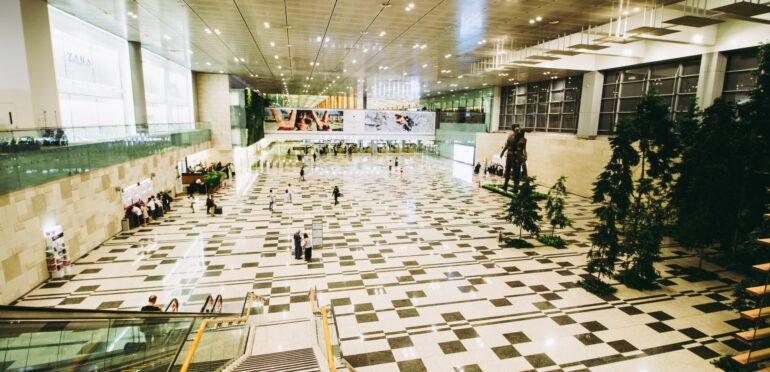 シンガポールのチャンギ空港、感染リスクの高い「ゾーン1」で働く従業員に対しコロナ感染症対策を徹底