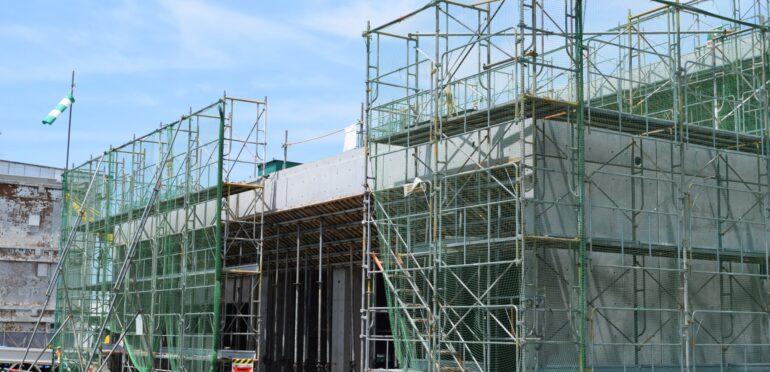 シンガポールの建設業者26社、SafeEntryのチェックインを怠り感染対策違反で作業停止命令