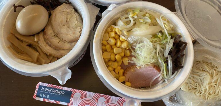 レンジ調理で簡単に熱々ラーメンを自宅で楽しめる。濃厚鶏ガラスープが自慢の「壱鵠堂(ICHIKOKUDO)」のラーメンデリバリー