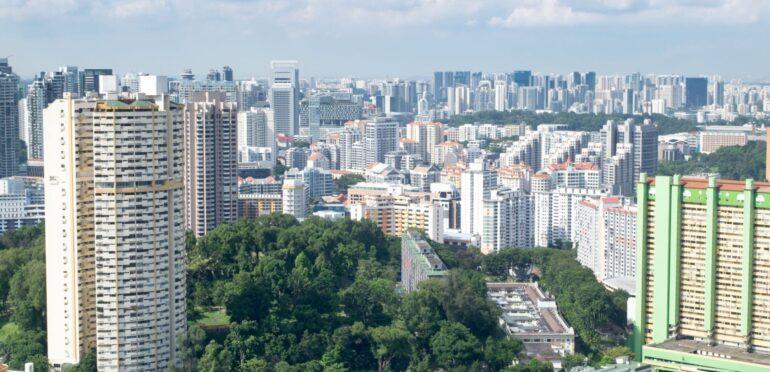 シンガポールで基本的な生活水準に必要な費用 4人家族の場合、月額約6,400Sドル