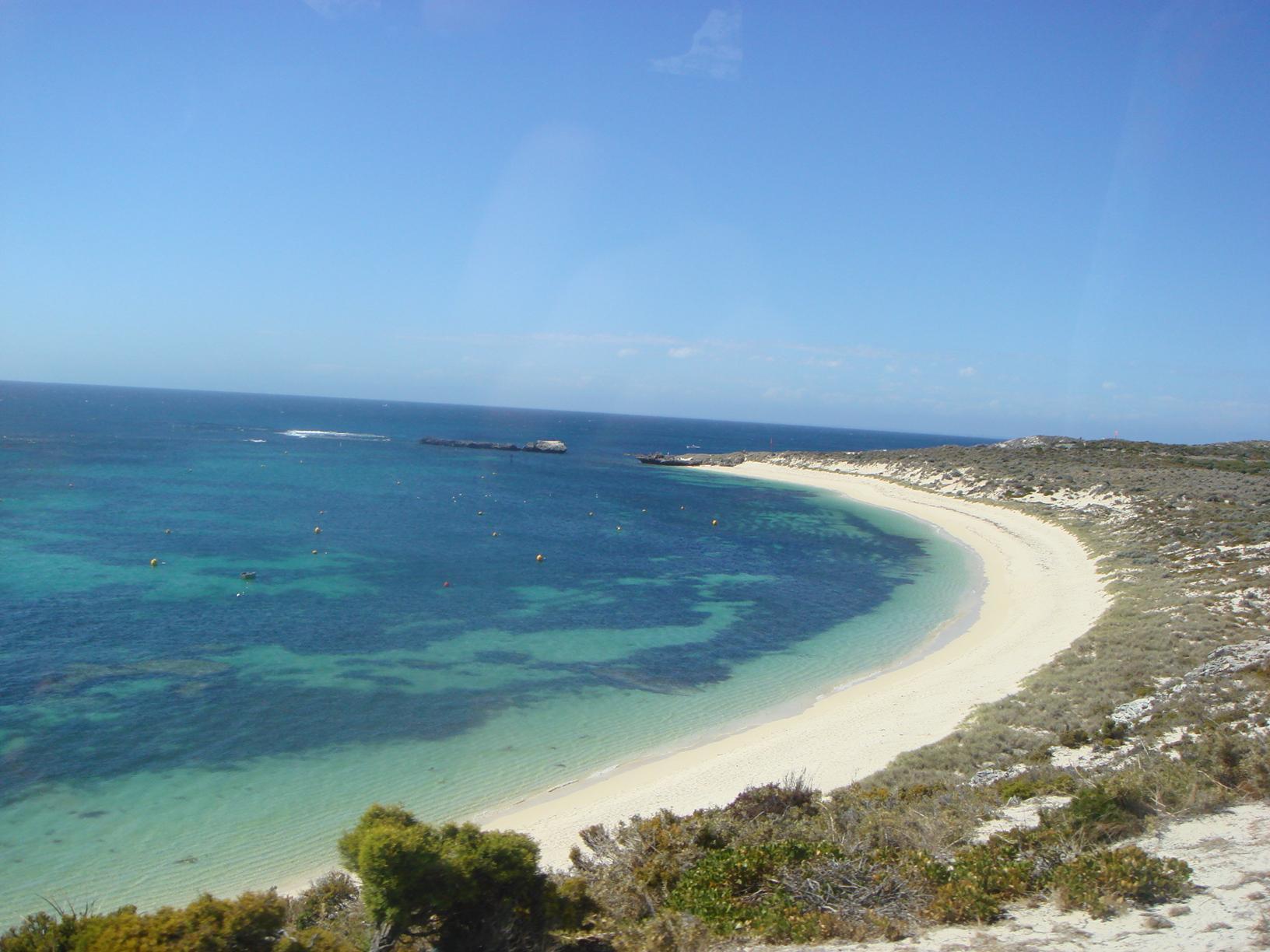 ロットネス島ビーチ