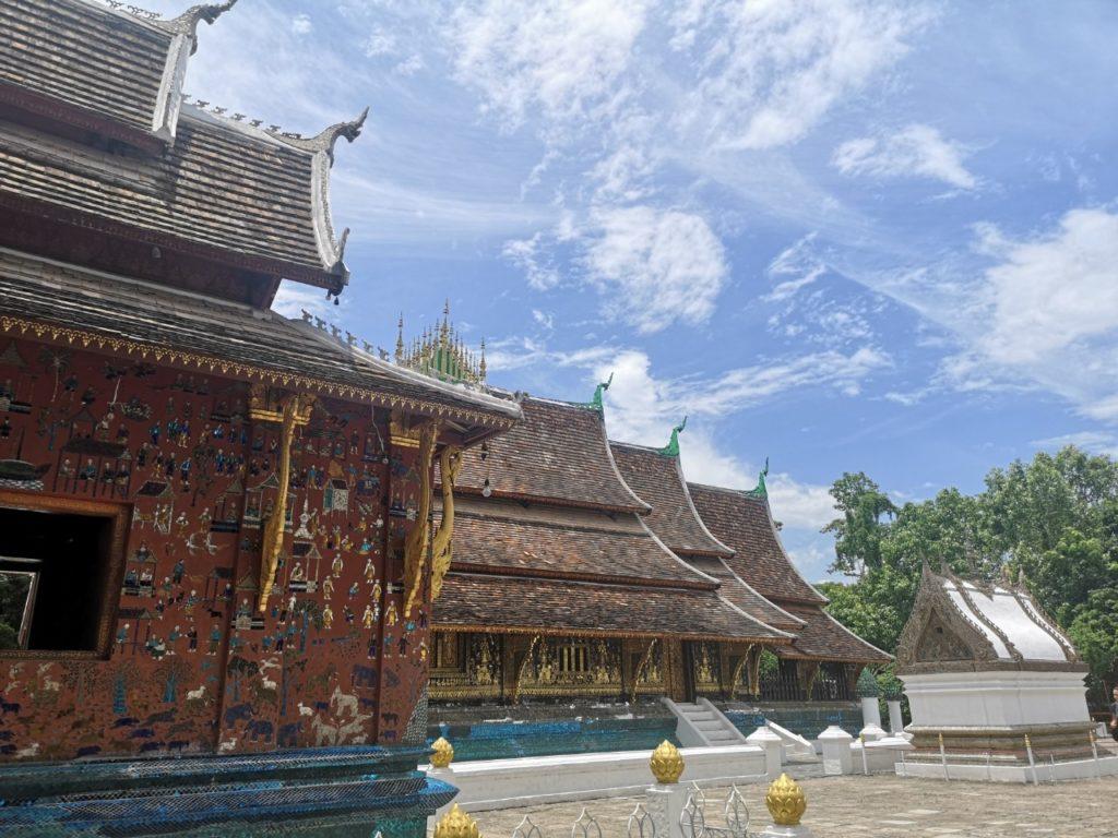 ルアンババーン寺院観光
