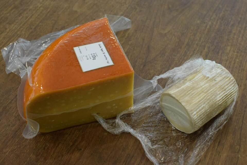 GaudaチーズとBuche de chevre