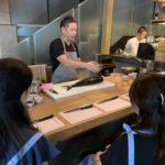 シンガポールの博多料理「鶏金」シェフに学ぶ料理教室が人気。プロの技をマスター