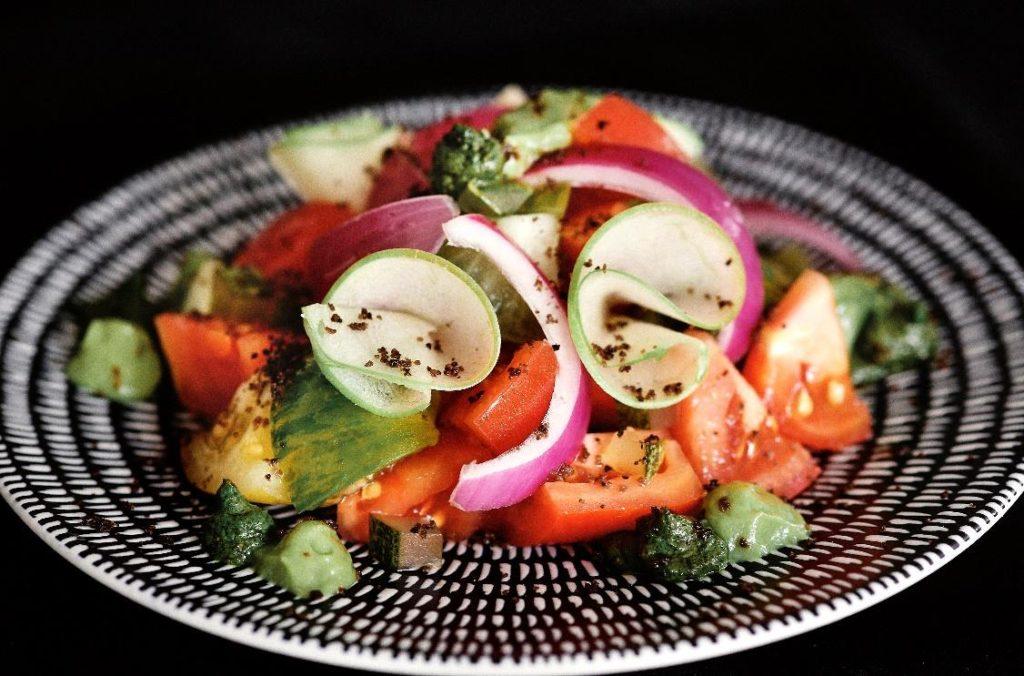 ヒアルームトマトサラダ