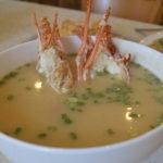 シンガポールを代表するロブスター粥は風味良し、見映え良し、シェフ渾身の一品